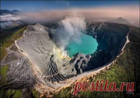 Кратер вулкана Иджен на острове Ява, Индонезия. Фотографировал Михаил Воробьёв – nat-geo.ru/community/user/9757.