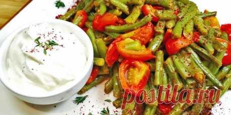 Спаржевая фасоль с помидорами и соевым соусом