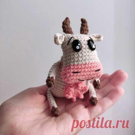 PDF Коровка крючком. FREE crochet pattern; Аmigurumi animal patterns. Амигуруми схемы и описания на русском. Вязаные игрушки и поделки своими руками #amimore - корова, маленькая коровка, телёнок, бык, бычок.