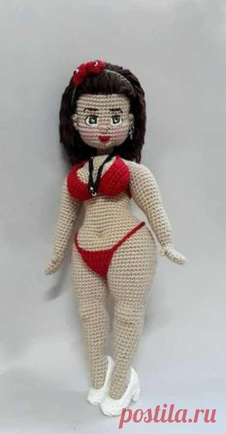 Куколка с пышными формами