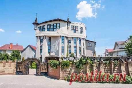 """Castle Hotel """"Wind Rose""""  Where: Odessa, ul. Siblings, 10 / 13A.  Замок-готель «Роза вітрів»  Де знаходиться: Одеса, вул. Побратимів, 10/13А."""