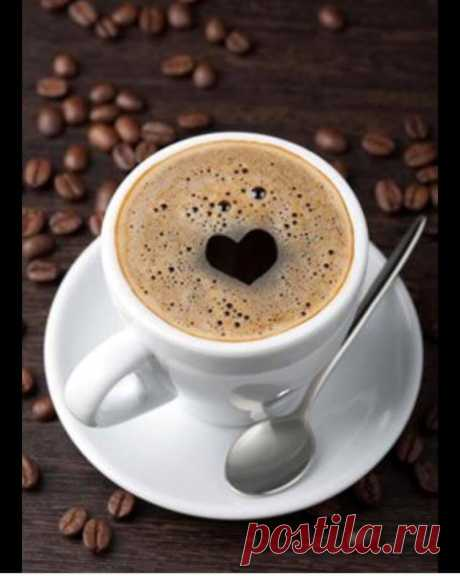 Обожаю кофе по утрам ( не на бегу ) и 5 минут тишины .