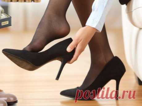 Как обувь влияет наэнергетику: принесутли цветные стельки богатство, акаблуки— удачу? Обувь— очень важный элемент гардероба. Она влияет наобщий уровень энергетики человека. Именно поэтому важно следить затем, какую обувь мыносим икак мыэто делаем.