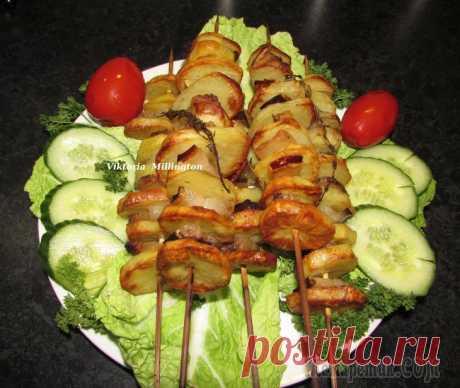 Шашлык из картошки с салом, приготовленные в духовке, угощайтесь!