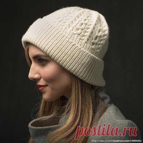 Стильная женская шапка спицами с отворотом WayWorn!