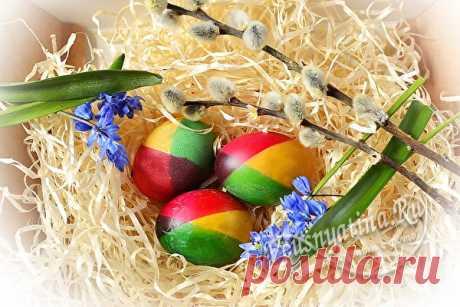 Радужные яйца на Пасху: пошаговый рецепт и видео мастер класс Красивые радужные яйца на Пасху привнесут в атмосферу больше тепла и радости. Пошаговый рецепт и видео мастер класс помогут окрасить яйца в радужный цвет.