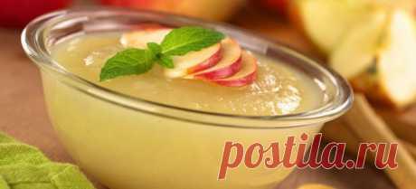 Накормить малышей качественным яблочным пюре можно и зимой, если лакомство вы заготовите заранее собственноручно.