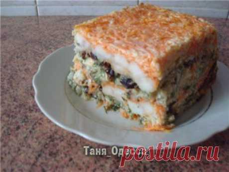 Рыбный торт : Люблю готовить. Пангасиус - 2 шт,  молоко - 250 гр,  яйца - 4шт,  чернослив - 250 гр,  желатин - 15гр,  морковь - 5шт,  лук - 3-4шт,  укроп -2 пучка.