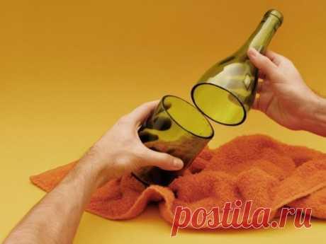 Стакан из бутылки вина