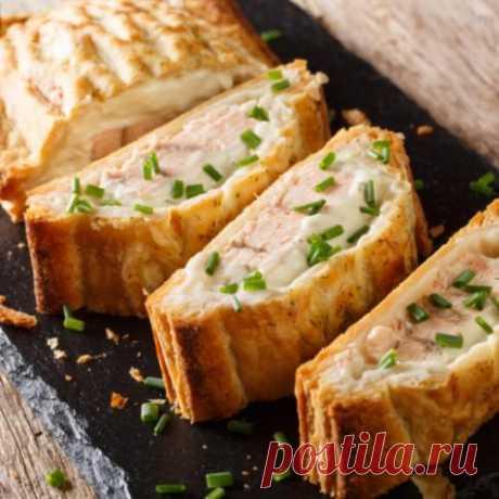 Рецепты теста для пирогов На сметане тесто получается знатным, оно эластичное, не сохнет. На такой основе можно приготовить пироги с мясом, капустой, грибами, сладкие. Такая же начинка подойдет для дрожжевого теста, основы, приготовленной на кефире.
