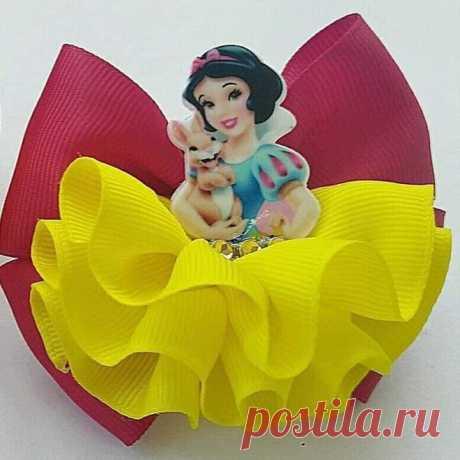 Moños de moda para niñas | De princesa, modernos con vinil y con brillos Los Moños de moda para niñas se han convertido en un accesorio indispensable en el look de las pequeñas princesas de la casa