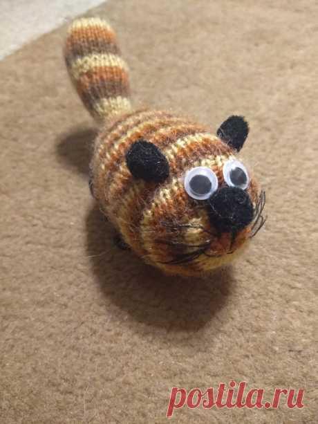 Полосатый кот Сосискин