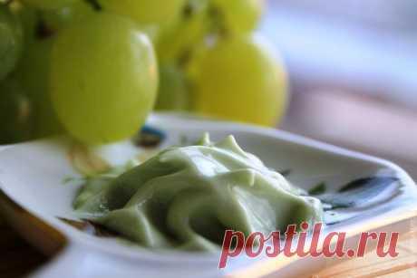 Виноградный лосьон прекрасно витаминизирует, освежает и омолаживает кожу лица и тела