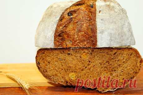 Северный хлеб - рецепт пшенично-ржаного хлеба на закваске с изюмом с видео Северный хлеб. Пошаговый рецепт пшенично-ржаного хлеба на закваске с изюмом. Подробное видео, фото приготовления теста, замес, формовка, выпечка.