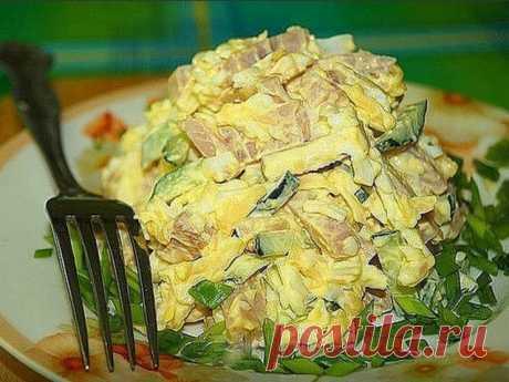 """САЛАТ """"НЕЖНЫЙ"""" - И НЕВЕРОЯТНО ВКУСНЫЙ Готовлю его часто, он не только очень вкусный, но и не дорогой. Рекомендую! Ингредиенты: ветчина - 300 гр огурец - 2 шт яйца - 3 шт сыр- 50 гр чеснок - 2"""