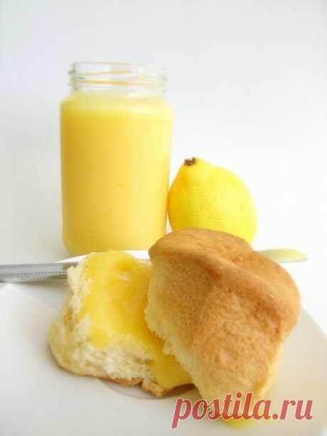 ЛИМОННОЕ МАСЛО  Лимон положить в кипяток на 1 минуту, измельчить вместе с цедрой, смешать со 100,0 сливочного масла и 1-2ст.л меда. Храните это изумительно вкусное и ароматное масло в холодильнике. Оно идеально подходит к гренкам, сухарикам, сладким булочкам, белому хлебу.