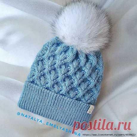 Женская зимняя шапка спицами.