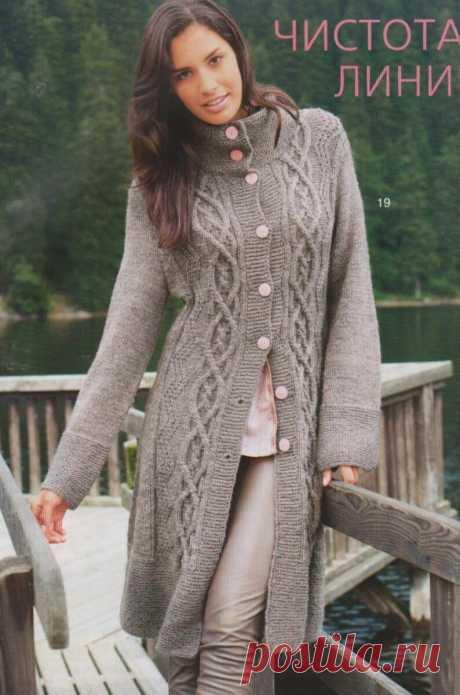 Пальто с широкой стойкой и арановым вертикальным узором