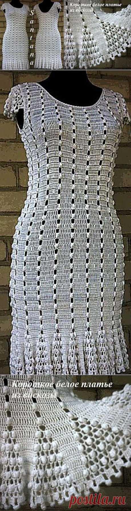 Короткое белое платье из вискозы.