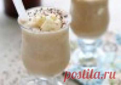 Коктейль Пьяный банан. Нежный молочный коктейль с бананом и легким вкусом ликера. Особенно понравится любителям сладкого.