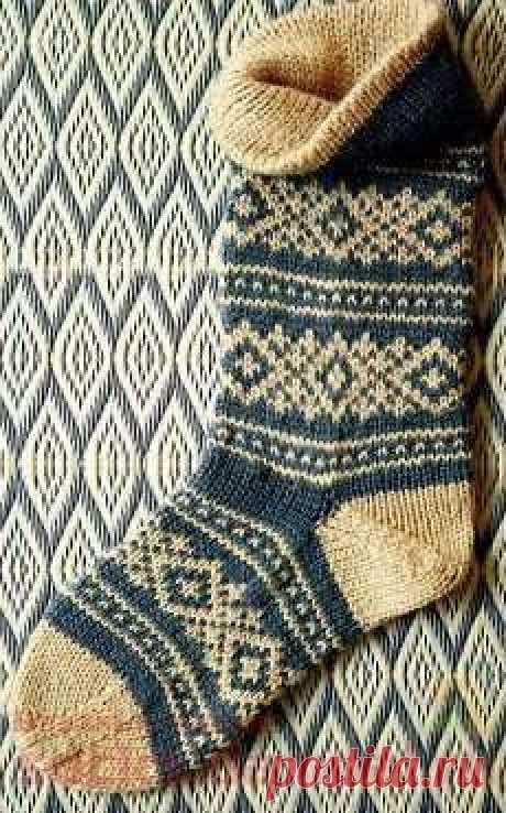 Вязаные носки со скандинавским рисунком