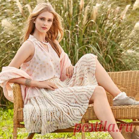 Ажурная юбка крючком Юбка имеет форму колокольчика и фиксируется на талии эластичной лентой. Подкладку или нижнюю юбку можно выполнить из ткани контрастного цвета — типичный прием для стиля «мори».     РАЗМЕРЫ 34 (36/38-4…