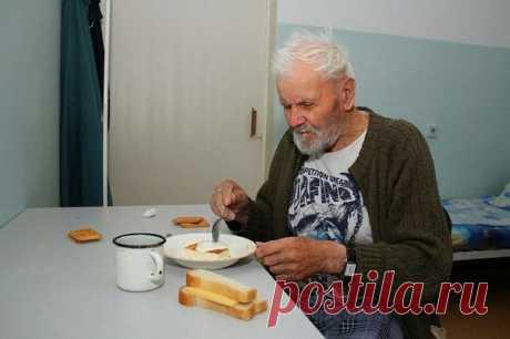 Этот старик умер в доме престарелых. Все считали, что он ушел из жизни, не оставив в ней никакого ценного следа.