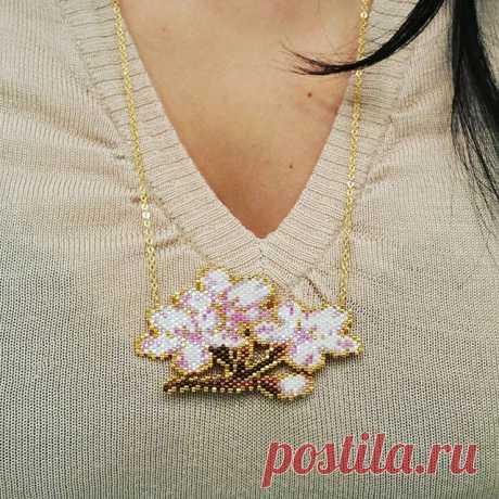 Merci mille fois @8.mars_ !!!!!!! Il est encore plus beau en vrai que sur les photos ! 💕💕💕 Trop heureuse de découvrir ton collier dans ma boîte au lettres, c'est vraiment un très beau cadeau ! 😚😚😚😘 #cadeau #concours8mars #colliercerisierenfleurs #cerisierenfleurs #miyuki #motif8mars #sautoirmiyuki