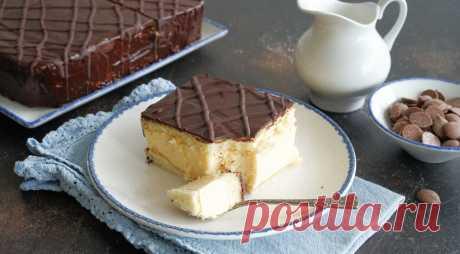 Торт Птичье молоко, пошаговый рецепт с фото. Простой, но очень вкусный! Торт Птичье молоко в советские времена был одним из самых желанных лакомств. Его нельзя было просто купить — только «достать», отстояв огромную очередь в кондитерском магазине. Причем далеко не в каждом! Рецепт же торта появился в Советском Союзе довольно причудливым образом.
