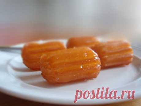 Тулумба Татлысы ( Tulumba Tatlısı ) Тулумба – заварное тесто, обжаренное во фритюре, пропитанное сладким сиропом. Тулумба – замечательное лакомство для детей. Подают тулумбу к чаю.