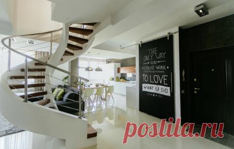 15 крутых решений, подсмотренных в квартире дизайнера Стеклянная стена, секретная гардеробная, передвижная барная стойка иеще много интересного