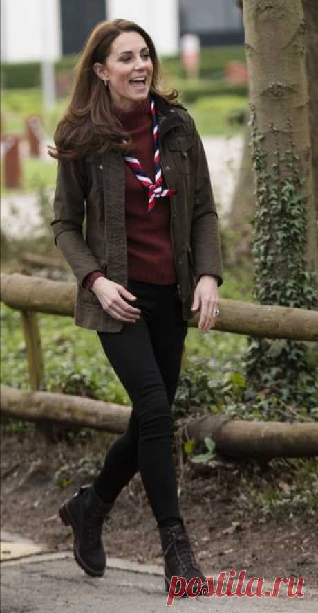 Солдат Кейт: герцогиня Кембриджская удивила образом в узких джинсах и грубых ботинках | Краше Всех