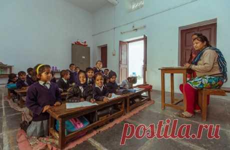 Индийские учителя используют комиксы и кукол для привлечения учеников | В мире