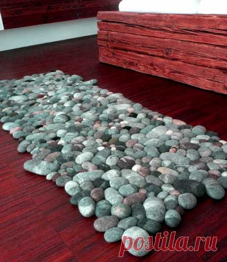 Думала, что коврик сделан из морских камней, однако нет… из строго свитера! — HandMade