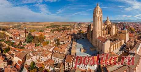«Пламенеющая» готика и мавританские мотивы — показываем аэропанорамы незаслуженно обделенного вниманием красивейшего уголка Испании