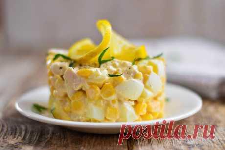 Салат с сыром яйцами и кукурузой — Sloosh – кулинарные рецепты