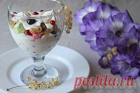 Десерт из ягод и безе - рецепт с фото