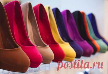 Советы, как растянуть обувь Думаю, каждому знакома ситуация, когда приходишь в магазин, видишь на витрине туфли и понимаешь, что без них домой не уйдешь. Женщины меня поймут. Вот только эта любовь не всегда взаимна, часто эти туфли оказываются не по размеру или жмут в носке.
