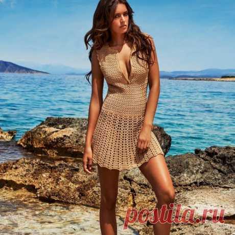 Пляжный сарафан крючком Пляжный сарафан крючком схемы. Верх модели вяжется узором «галочки» а юбка рельефными столбиками.