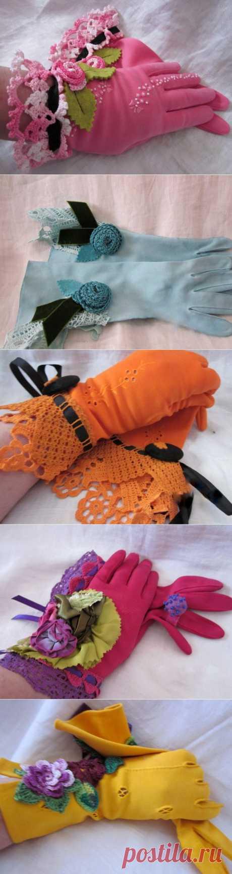 Перчаточки с рукодельным декором..