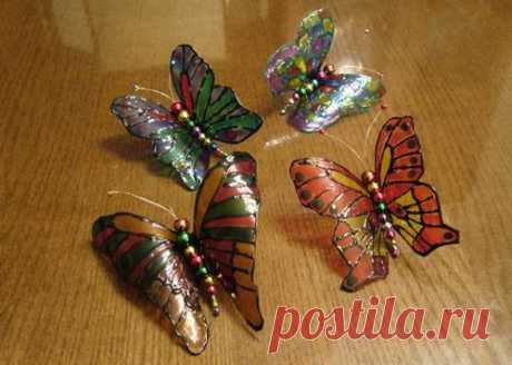 Такую бабочку можно налепить куда угодна, ее даже можно преподнести в виде подарка. Бабочка создаст теплую и уютную атмосферу, особенно тогда, когда мы так скучаем по лету.