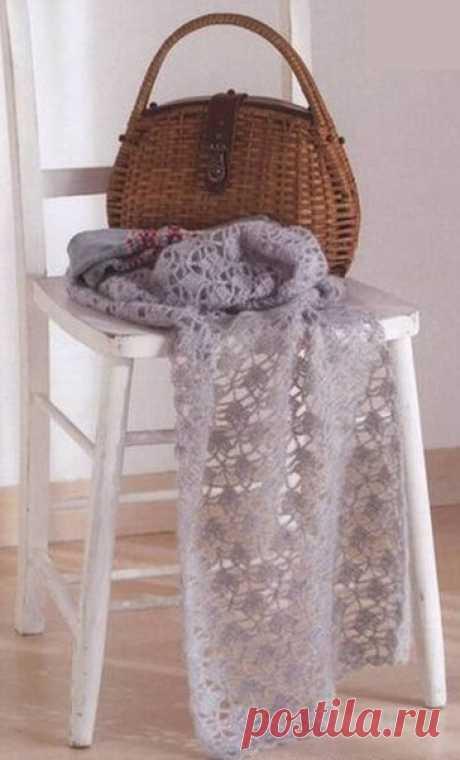 La bufanda de encajes por el gancho