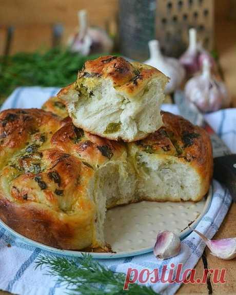 Пирог с сыром, чесноком и зеленью — Sloosh – кулинарные рецепты