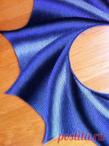 Очень красивая ассиметричная шаль спицами