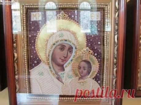 Эта икона Вифлеемской Божьей Матери. Это Единственная икона, где Богородица улыбается. Эта икона Она помогает всем!!!!