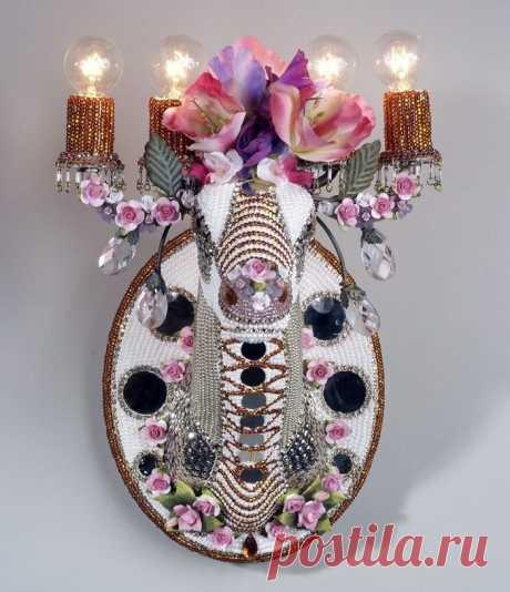 Бисероплетение. Декорированные бисером настенные бра, подсвечники и зеркала от Nancy Josephson