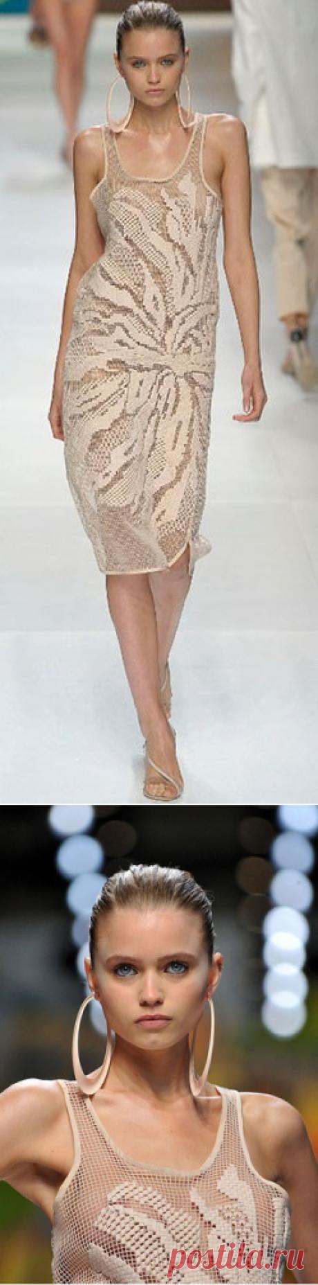 Филейное вязание крючком - Платье Астра от Stella McCartney в филейной технике