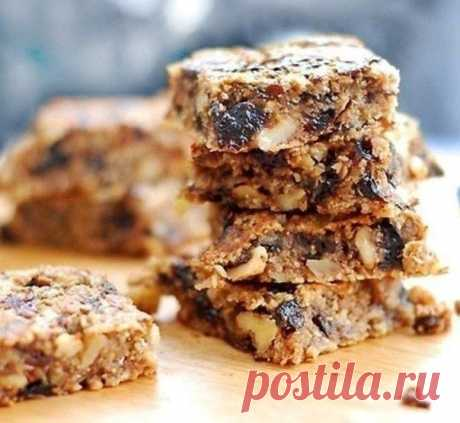 Oat dessert with nuts and prunes