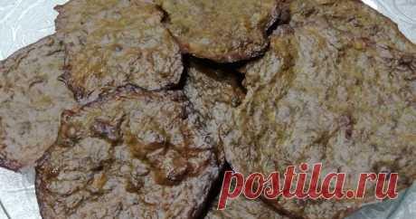 Мягкие печеночные чипсы - пошаговый рецепт с фото. Рецепт, получившийся в результате не по обычному  способу приготовления оладий из печени. Решила испечь их в духовке и несколько передержала по времени. Получились тоненькие мягкие чипсики, с салатиком очень даже неплохо.