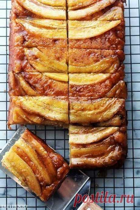 Бананово-карамельный пирог-перевертыш Бананово-карамельный пирог-перевертыш.  Банан и карамель – прекрасная пара, а в компании с мягким кексовым тестом становятся прекрасным союзом. Вам потребуется: Тесто: 100 гр мягкого сливочного масла …